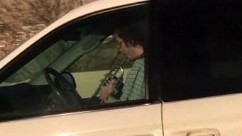 Lo pillan tocando trompeta mientras conduce en carretera
