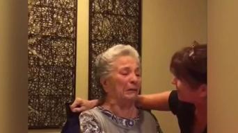 Abuela con Alzheimer llora tras la muerte de Fidel Castro