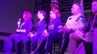 Alcaldesa de Parkland debate seguridad escolar en Central Falls