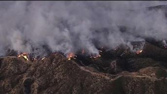 Bomberos avanzan en contención de Incendio Saddleridge