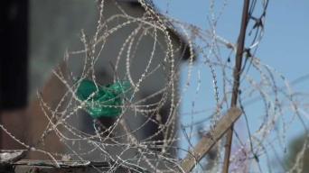 En casas de Tijuana instalan alambrado de púas