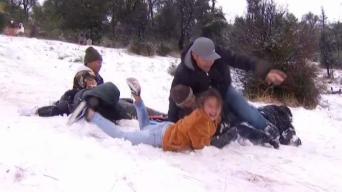 Familias disfrutan de la nieve en la región<br />