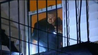 Hallan hombre asesinado dentro de su apartamento