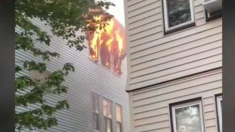 Hombre rescata a mujer de incendio en Dorchester