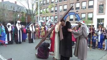 Multitudinaria procesión en Cambridge