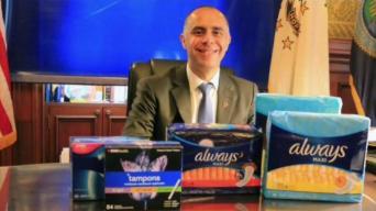 Ofrecen productos de higiene femenina en escuelas de Providence