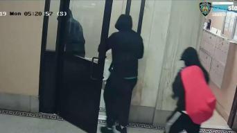 Pasan por policías para derribar puertas y saquear hogar