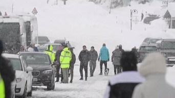 Esquiadores mueren arrastrados por avalancha de nieve
