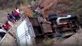 Al menos 25 migrantes mueren en vuelco de un camión