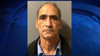 Trabajador estatal de RI acusado de enviar 'material sexual indecente' a un niño