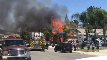 Mortal explosión sacude a vecindario en Sur de California