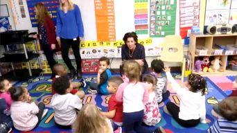 Gobernadora de Rhode Island quiere implantar preescolar universal