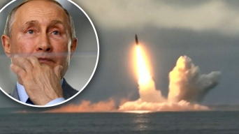 Putin prueba sus nuevos misiles desde un submarino