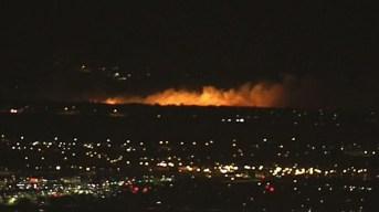 Incendio amenaza viviendas en Fontana y Rialto
