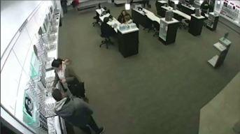 Policía: Ladrones roban casi $ 20K en lentes de tienda