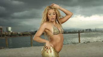 Shakira luce cuerpazo en bikini rosado