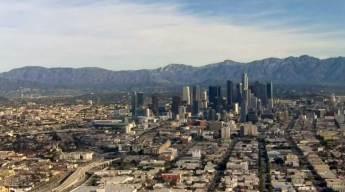 Persecución por un cementerio en Los Ángeles