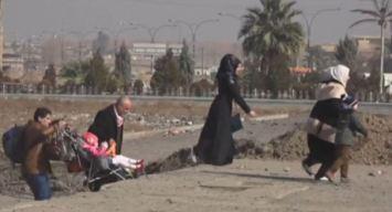 Estremecedor: familias huyen de las bombas y balazos