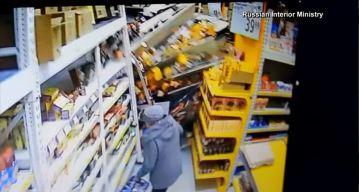 De infarto: camión entra y destruye supermercado