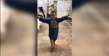 Viral: baile del niño afgano feliz por su pierna nueva