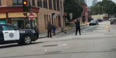 En video: Hombre con hacha siembra pánico en Brockton