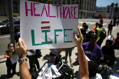 Millones quedarían sin seguro médico bajo