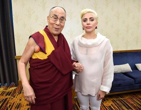 Lady Gaga y el Dalai Lama hablan de compasión