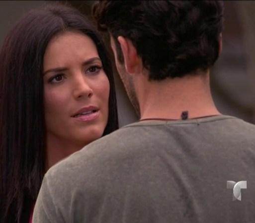 Amanda va a buscar a Santiago para reprocharle que le haya confesado ...