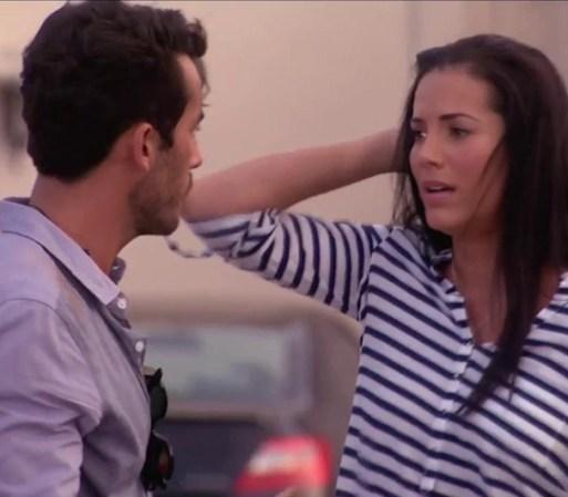 ... de la clínica donde iba a abortar y Santiago la salva de que la