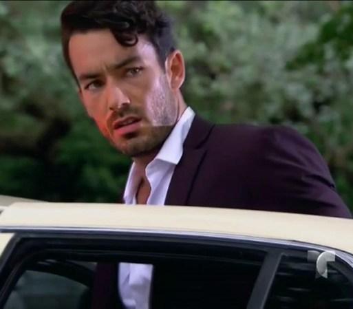 Pancho llega con agentes de la policía al finalizar la boda y arresta ...