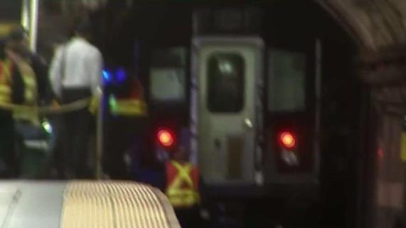 Pasajero muere al ser arrastrado por tren