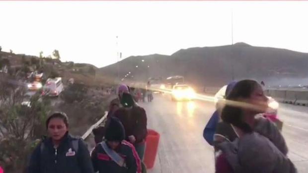 [TLMD - SD] Abrazos y rechazo para la caravana en Tijuana
