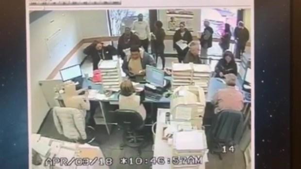 Captan en video cuando se estrella en plena prueba de manejo