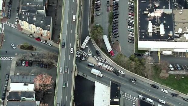 [TLMD - Boston] Fallece mujer tras ser impactada por autobus en Chelsea