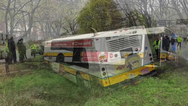 [TLMD - Boston] Autobus de la MBTA se sale de la carretera en Chelsea