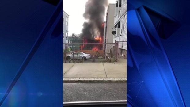 [TLMD - Boston] Bomberos responden a incendio de 3 alarmas en Chelsea