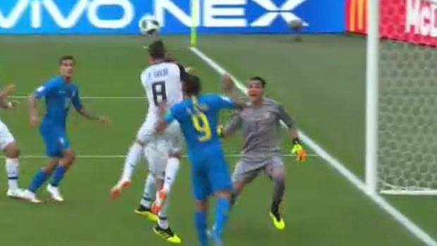 Neymar aparece con un peligrosísimo centro