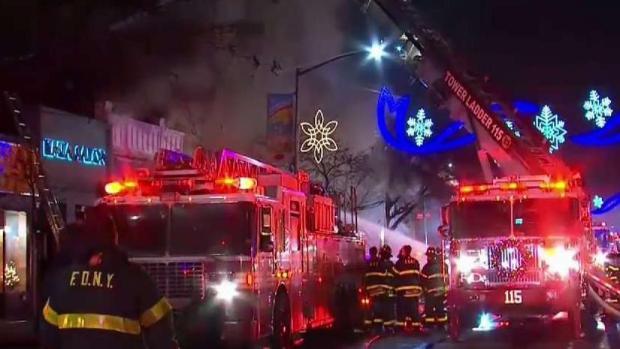 [TLMD - NY] Batallan incendio en Queens