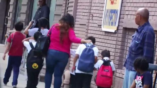 [TLMD - NY] Cuomo exige información a albergues que recibieron niños