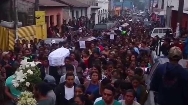 [TLMD - MIA] Dan último adiós a fallecidos por el volcán en Guatemala
