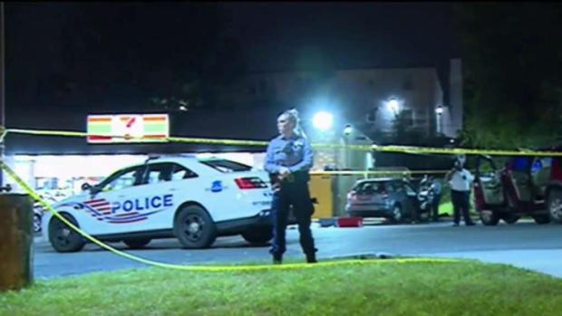 Investigan asesinatos de dos hispanos en el distrito