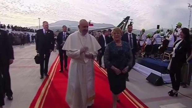 [TLMD - MIA] El Papa Francisco arriba a Chile entre protestas