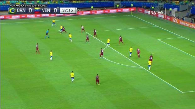 El casi de gol de Brasil en la primera mitad