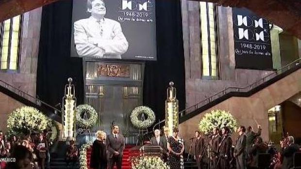 [TLMD - NAT] Así fue la emotiva llegada de los restos de José José a Bellas Artes