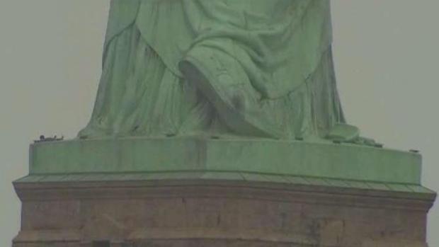 Evacúan Liberty Island por protestas