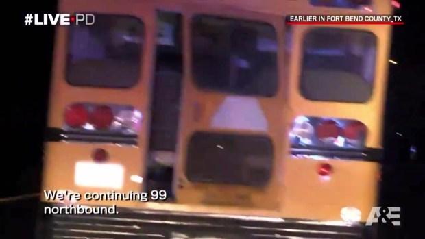 [TLMD - Houston] Roba autobús escolar y desata persecución policial, tenía solo 15 años