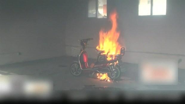 [TLMD - MIA] Scooter eléctrico explota en la sala de su casa