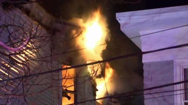 [TLMD - Boston] Voraz incendio en Revere deja a 20 sin hogar