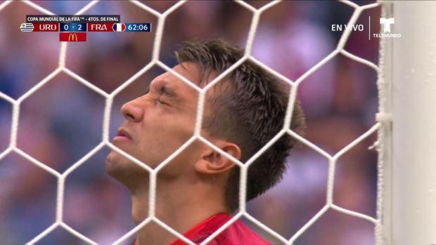 [World Cup 2018] ¡No se puede creer! A Muslera se le escapa el balón y gol francés