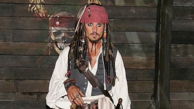 Depp vuelve a ser Jack Sparrow por una buena causa